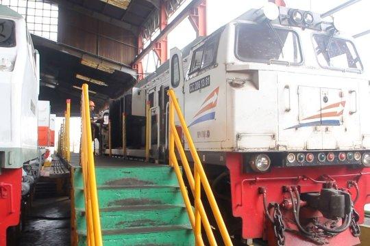 PT KAI Daop 4 Semarang siagakan 3 lokomotif penolong