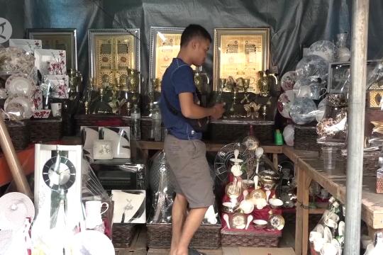 Penjual parsel musiman menjamur di Cikini