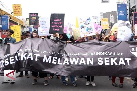 Aksi cinta lingkungan di peringatan hari buruh