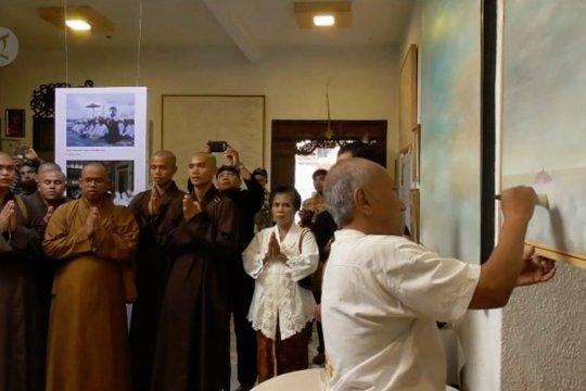 BIKSU BERDOA UNTUK KEDAMAIAN INDONESIA PASCAPEMILU