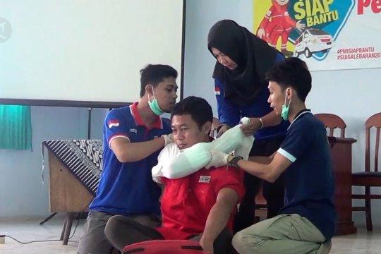 PMI Batang terjunkan 100 relawan tangani kesehatan