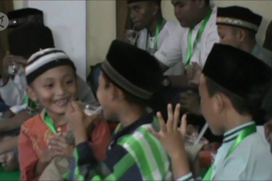 Anak yatim Pontianak berbuka puasa dengan sotong pangkong