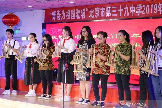 Hari Anak Internasional, siswa Indonesia-China main angklung bersama