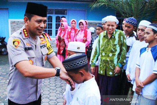 Kapolresta Banjarmasin ajak anak panti taat beribadah