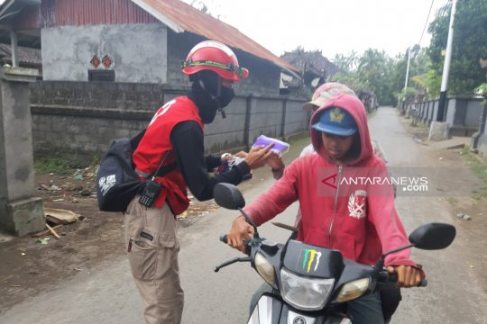 PMI Bali sebar ribuan masker di area terdampak erupsi Gunung Agung