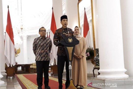 Presiden Jokowi ajak rakyat Indonesia berdoa untuk Ani Yudhoyono.