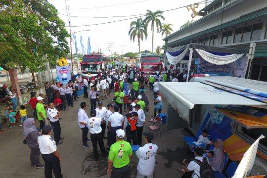 Lonjakan penumpang di Terminal Induk Rajabasa Bandarlampung Senin