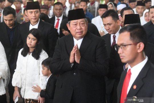 Wapres JK saksikan pemakaman Ani Yudhoyono melalui siaran langsung