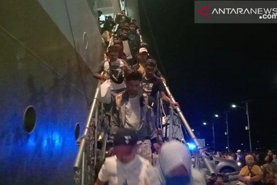 2.831 pemudik tiba tengah malam di Pelabuhan Baubau
