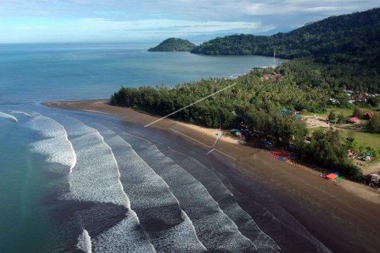 5.000 orang kunjungi Pantai Airmanis di Sumbar