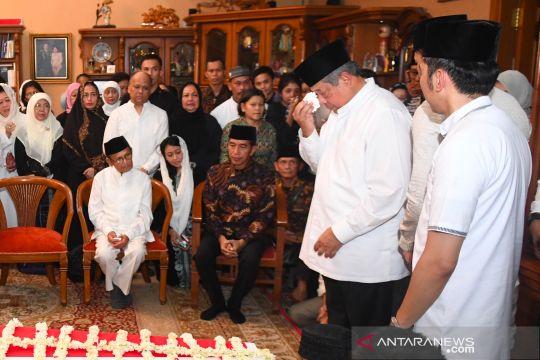 Presiden Joko Widodo takziah ke Cikeas