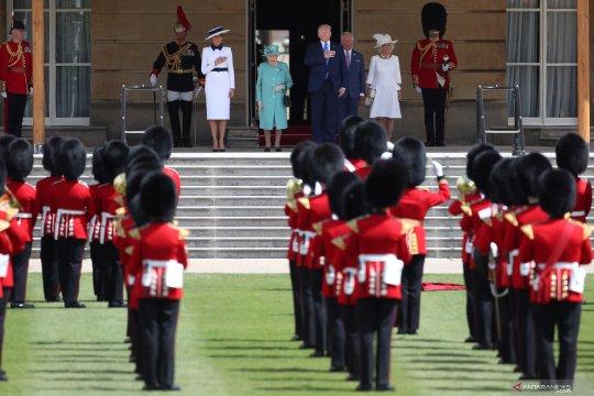 Pria penerobos pintu gerbang Istana Buckingham ditahan