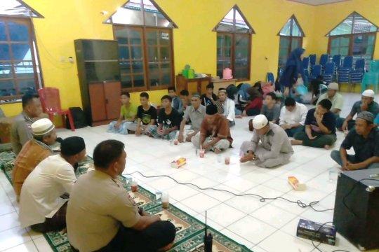 Binmas Polres Jayapura bukber bersama jamaah Masjid Ar Rahman
