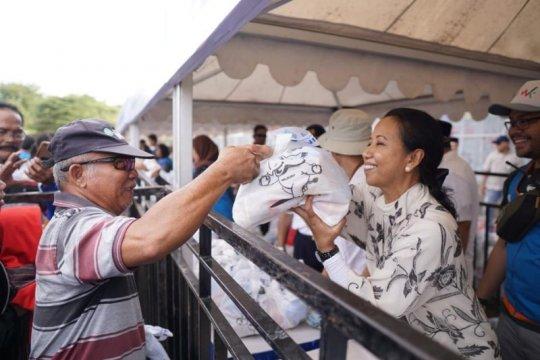Menteri BUMN bagikan 3.000 paket sembako murah