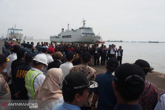 Menhub sambut kedatangan pemudik naik kapal perang