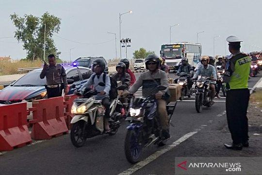 Pemudik sepeda motor penuhi Jembatan Suramadu