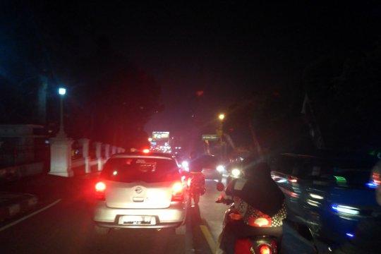 Kendaraan memadati Jalur Puncak-Cianjur