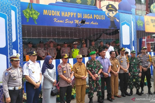 Gubernur dan Kapolda tinjau arus mudik di Bandara Sultan Thaha
