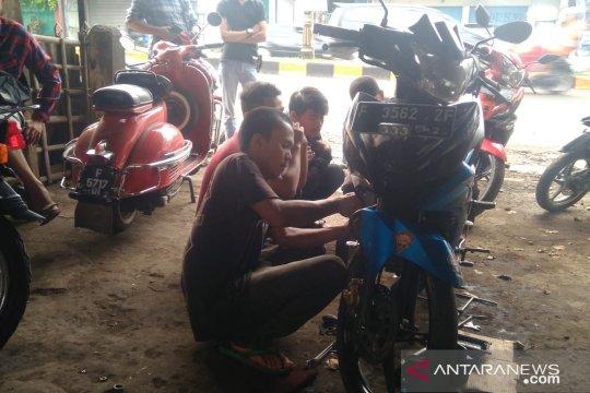 Bengel kebanjiran order perawatan sepeda motor pemudik