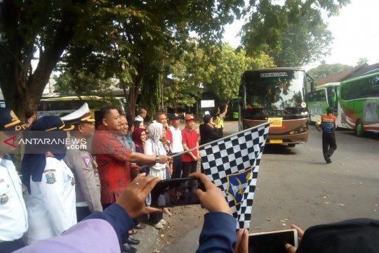 Kadin Surabaya berangkatkan 21 bus mudik gratis