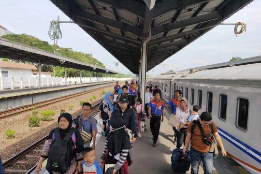 Kedatangan penumpang kereta di Daop Cirebon masih tinggi