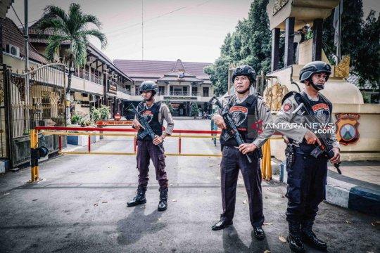 Polres Lumajang perketat penjagaan pospol pascaledakan di Sukoharjo