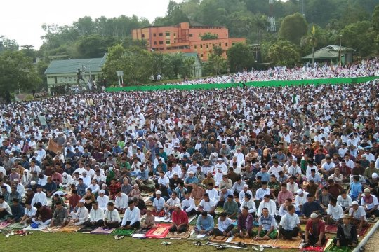 Ribuan umat muslim Jayapura Shalat Id di Denzipur