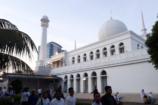 Masjid Al Azhar salurkan 20 ton beras zakat fitrah