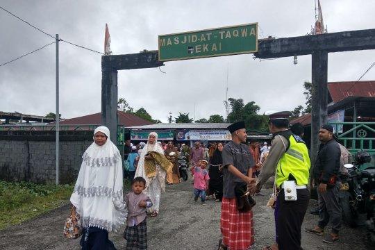 Anggota Polres Yahukimo dan BKO Brimob jaga shalat Idul Fitri