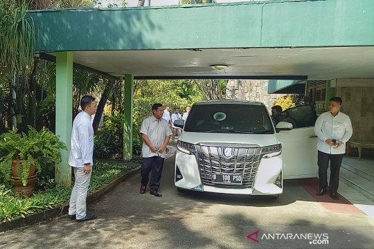 Prabowo disambut Tutut Soeharto saat berlebaran ke Cendana