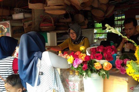 Pedagang bunga di sejumlah TPU raup omzet jutaan rupiah