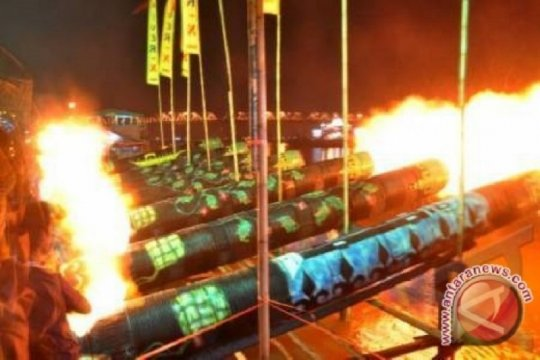 Sebanyak 212 meriam karbit meriahkan malam takbiran di Pontianak