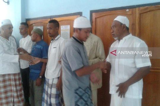 Puluhan narapidana lapas Penfui Kupang ikut sholat Idul Fitri