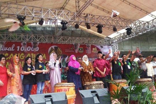 Festival bakcang ayam dan lamang baluo meriahkan Lebaran di Padang