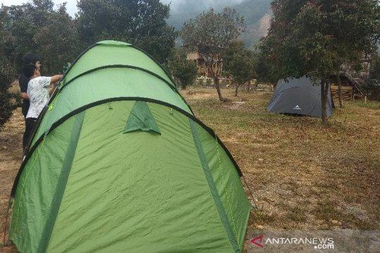 Wisatawan nikmati libur Lebaran berkemah di Gunung Papandayan