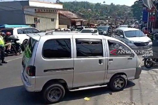 Kendaraan wisatawan padati jalur Sukabumi dari arah Bogor