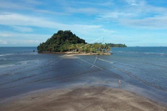 10 ribu wisatawan ditargetkan kunjungi Pantai Air Manis