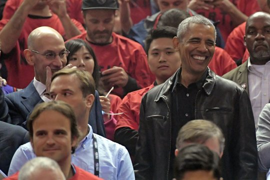 Setelah Netflix, Obama geluti bisnis podcast bersama Spotify