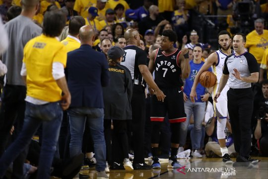 Pemilik saham Warriors dilarang tonton langsung pertandingan