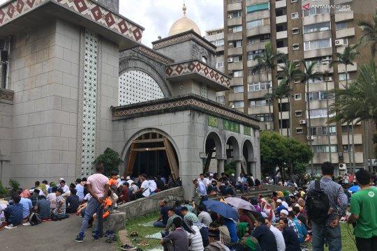 Pekerja Indonesia padati Masjid Taipei saat libur Festival Perahu Naga
