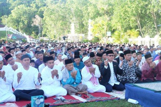 Warga Indonesia di Brunei sholat Ied di KBRI