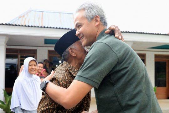 Gubernur Jateng kunjungi kediaman guru sekolah dasarnya