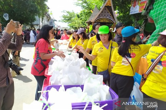 Masyarakat dan wisatawan nikmati 10 ribu bakcang ayam dan lamang baluo