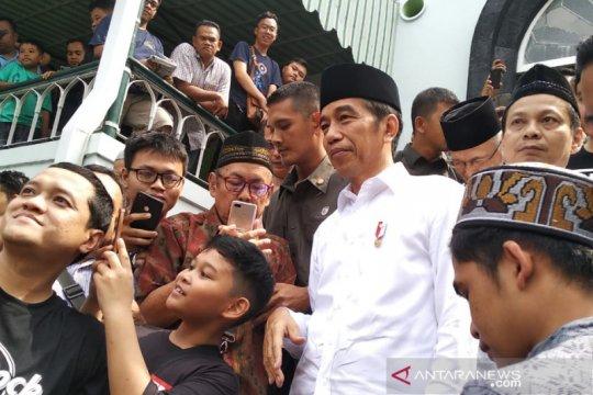 Jokowi shalat Jumat di masjid peninggalan Bung Karno di Yogyakarta