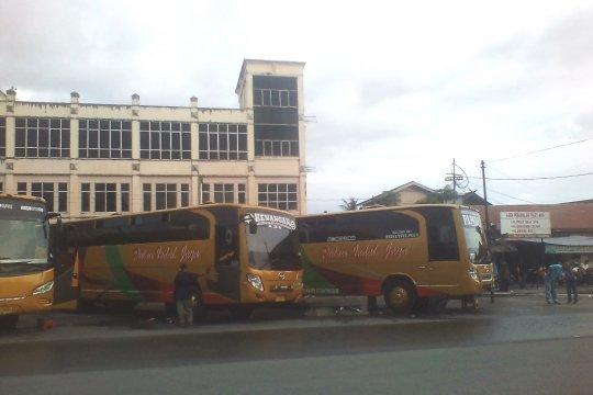 Penumpang bus antarprovinsi tiba di Terminal KM-6 Kalsel dominan
