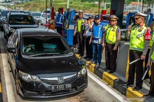 Pemberlakuan satu jalur GT Kalikangkung Semarang menuju Jakarta