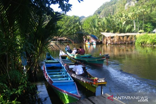 Kawasan pegunungan kapur Rammang-Rammang ramai pengunjung