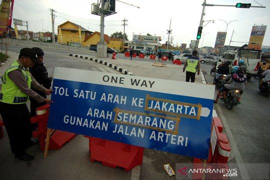Satu arah Tol Trans Jawa hari ini dimulai pukul 14.00