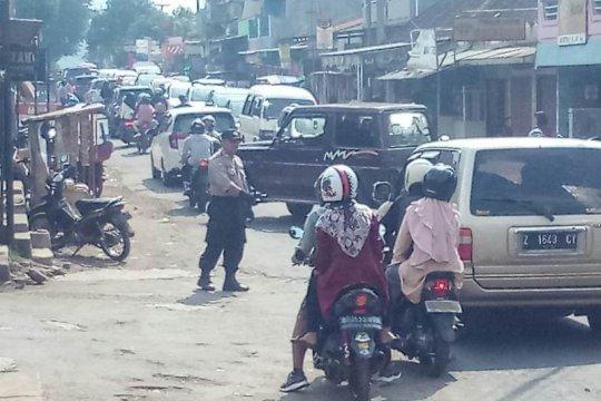 Polisi alihkan kendaraan ke Wado untuk mengurai kemacetan di Garut