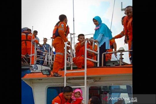 Penumpang KMP Mutiara Persada II yang dievakuasi mulai resah